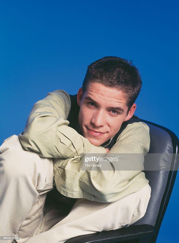 English actor and singer Sean Maguire, circa 1995.