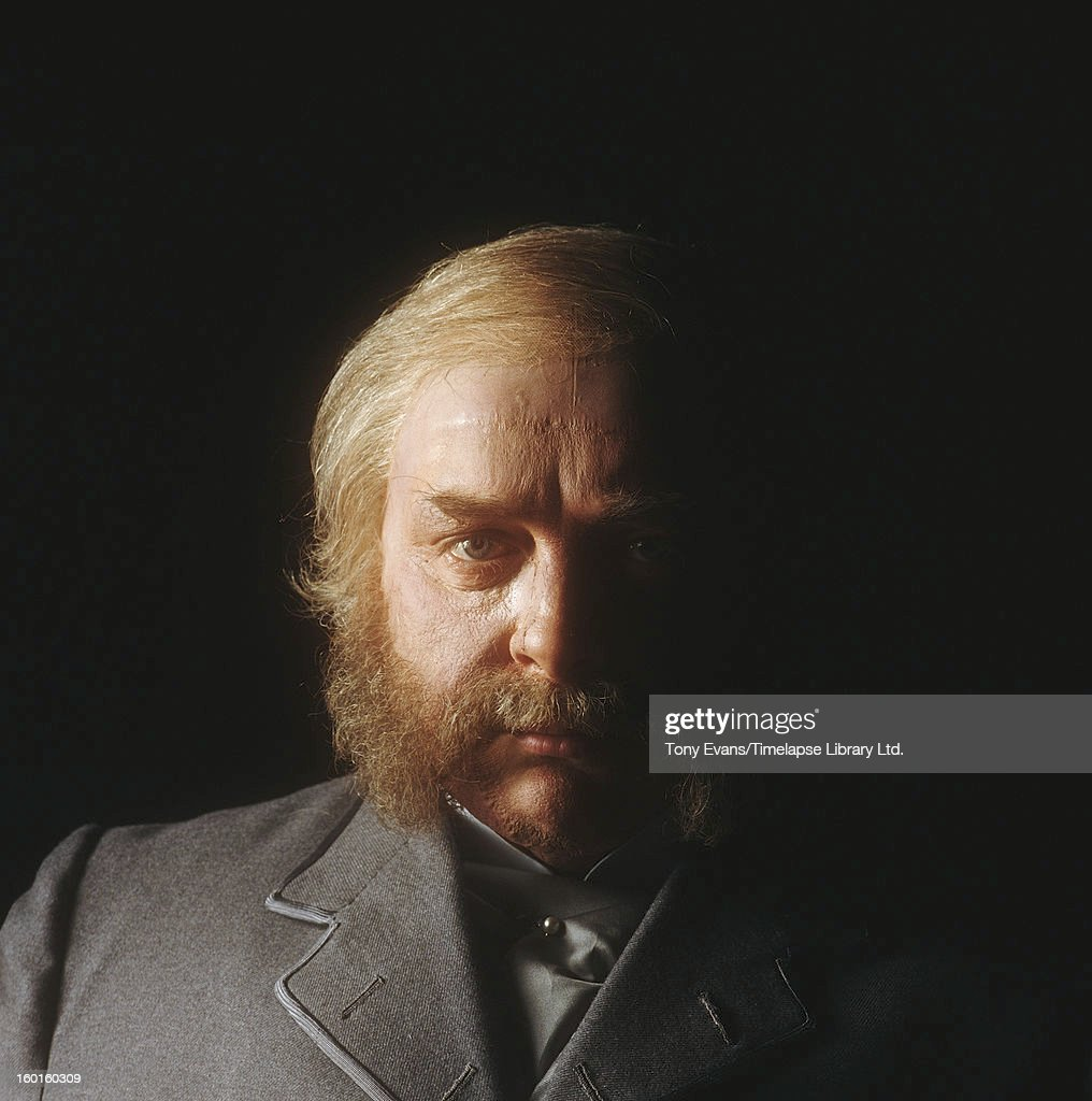 English actor David Hemmings (1941 - 2003) plays the dual role in the television movie 'Dr. Jekyll and Mr. Hyde', 1980.