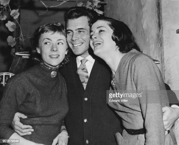 English actor Dirk Bogarde poses with actresses Geraldine McEwan and Vivienne Drummond his costars in the show 'Summertime' at the Apollo Theatre in...