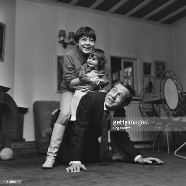 English actor Ian Hendry with his wife, actress Janet Munro and their daughter Sally, UK, 9th December 1965.