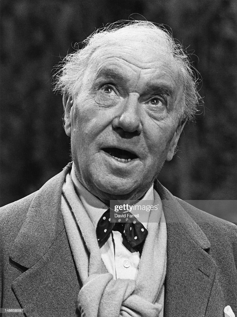 English actor Ralph Richardson (1902 - 1983) appears in the David Storey play 'Early Days', circa 1981.