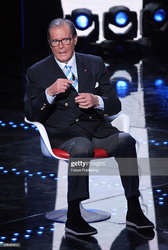 Roger Moore Appears On The Italian Show I Migliori Anni : Photo d'actualité