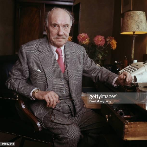English actor Sir Ralph Richardson at his typewriter circa 1975