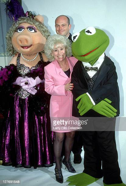 English actors Barbara Windsor and Ross Kemp from the television soap 'Eastenders' meet Miss Piggy and Kermit The Frog from 'The Muppet Show' 1996