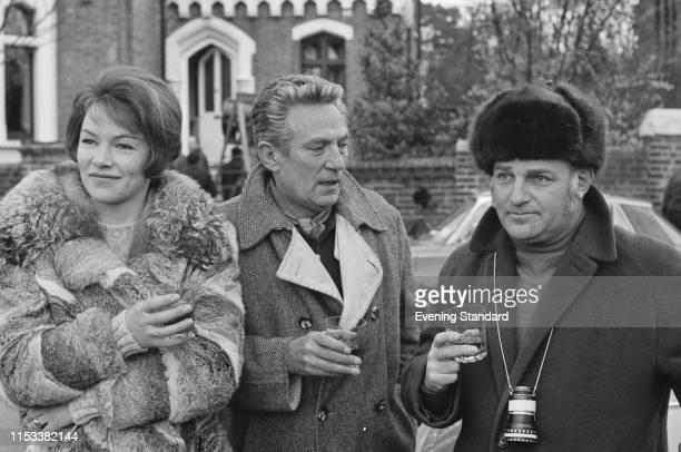 English actors Glenda Jackson Peter Finch and English director John Schlesinger having a break while on set of drama film 'Sunday Bloody Sunday' UK...