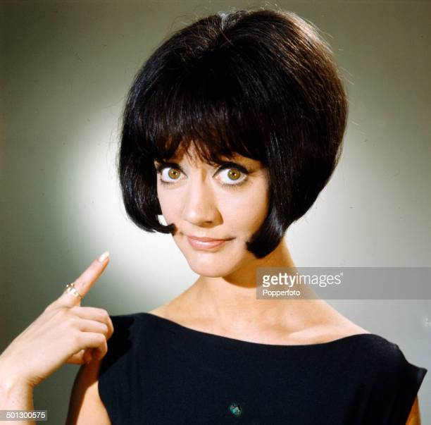 English actress Amanda Barrie pointing to her bob cut hairstyle in 1966