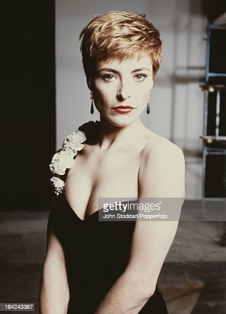 English actress Amanda Donohoe posed in London in 1996