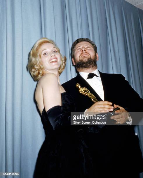 English actress Eva Marie Saint presents the Oscar for Best Supporting Actor to English actor Peter Ustinov at the 33rd Academy Awards Santa Monica...