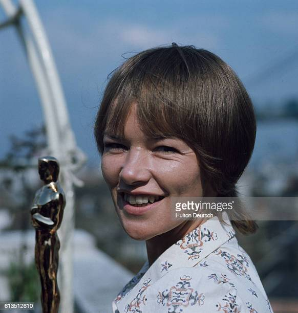 English actress Glenda Jackson holding her Oscar, 1971. Jackson won the award for her role as Gudrun in iWomen in Love/i, directed by Ken Russell in...