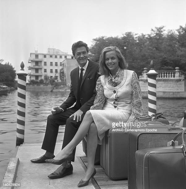 English actress Honor Blackman with Maurice Kaufmann waiting for the water taxi Lido Venice 1965