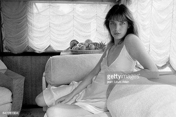 English actress Jane Birkin on the set of the movie La Moutarde Me Monte au Nez , directed by Claude Zidi.