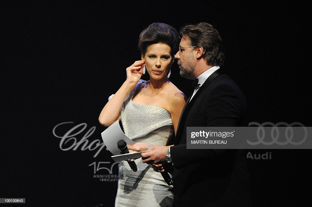 English actress Kate Beckinsale and Australian actor Russel Crowe lead an auction at amfAR's Cinema Against Aids 2010 benefit gala on May 20, 2010 in Antibes, southeastern France.