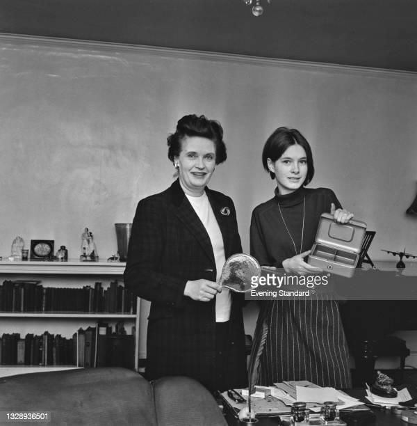 English actress Margaretta Scott with her daughter Susan Woolridge, UK, 2nd October 1965. Susan later became an actress like her mother.