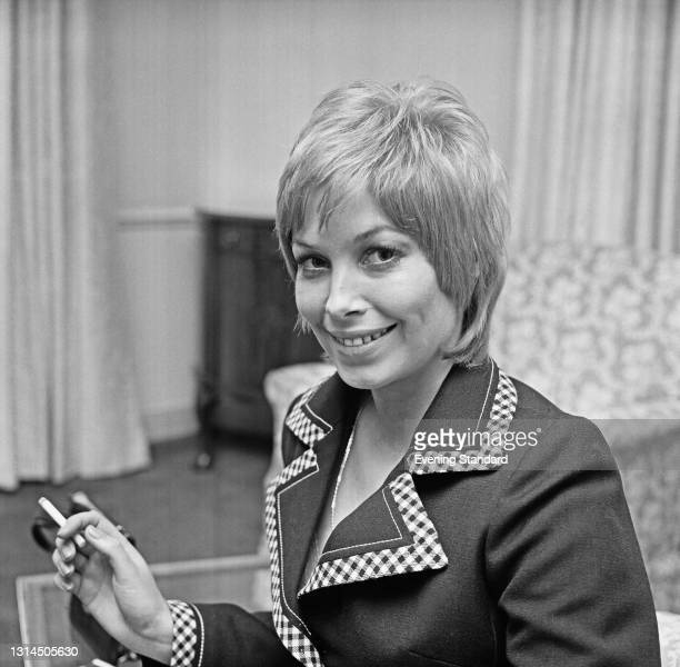 English actress Prunella Gee, UK, 28th January 1974. She later began a new career as a counsellor and therapist.