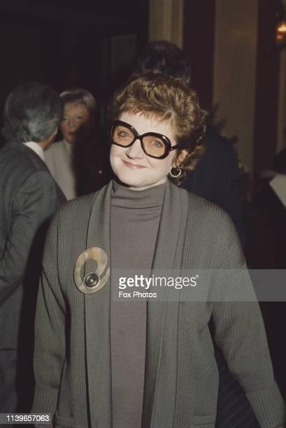 English actress, singer and theatre director Julia McKenzie, 1986.