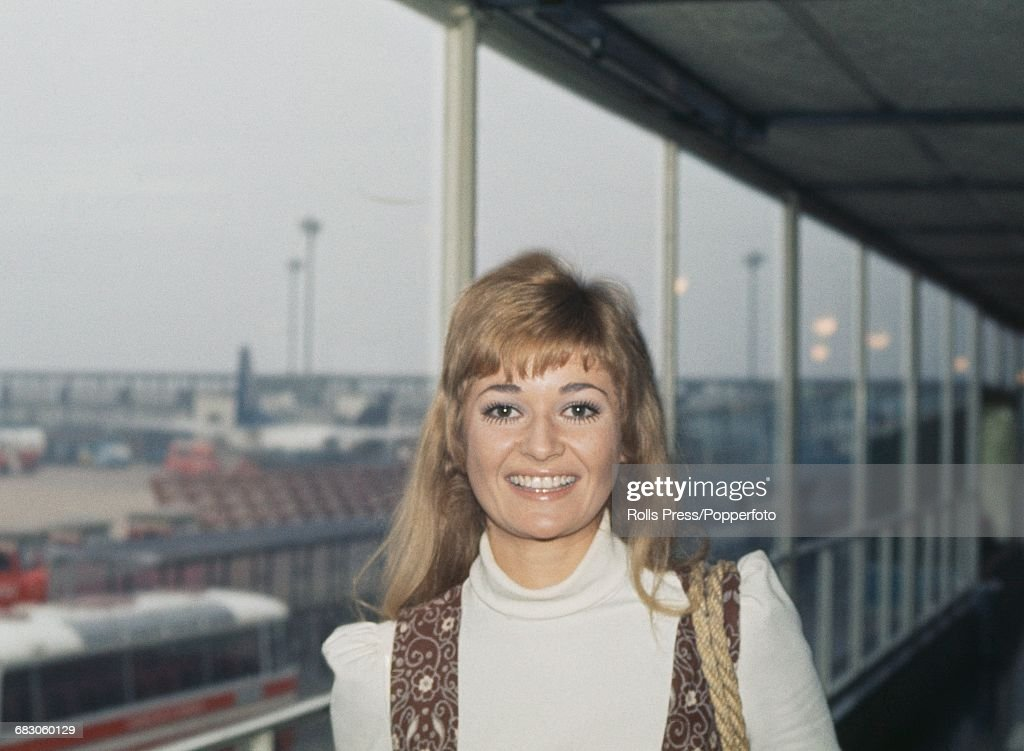 English actress Stephanie Beacham, who appears in the film 'The Nightcomers', pictured at Heathrow Airport in London on 15th April 1971