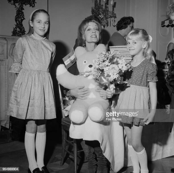 English actress Sylvia Syms with her daughter Beatrice Helen Gerle and a giant teddy bear December 1972 Beatrice later became an actress as Beatie...