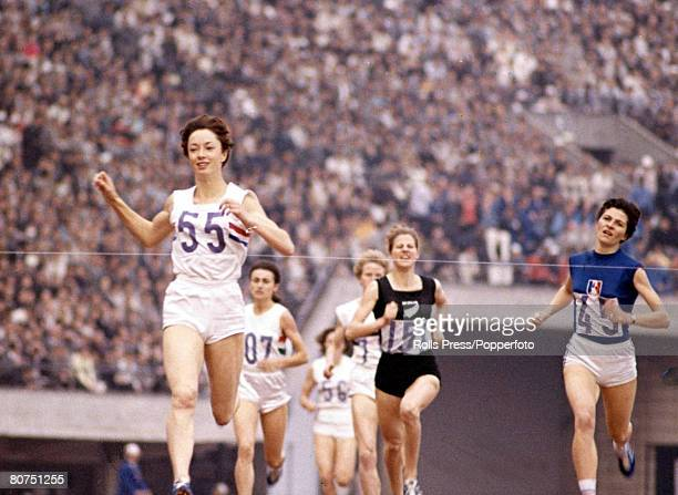 Olympic Games Tokyo Japan Womens 800 metres Great Britain's Anne Packer crosses the line and wins Gold