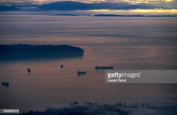english bay from grouse mountain. - montanhas north shore imagens e fotografias de stock