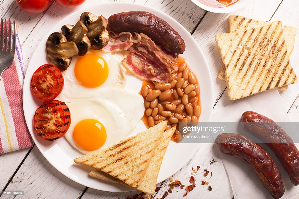 English breakfast on a white wooden surface : Stock-Foto