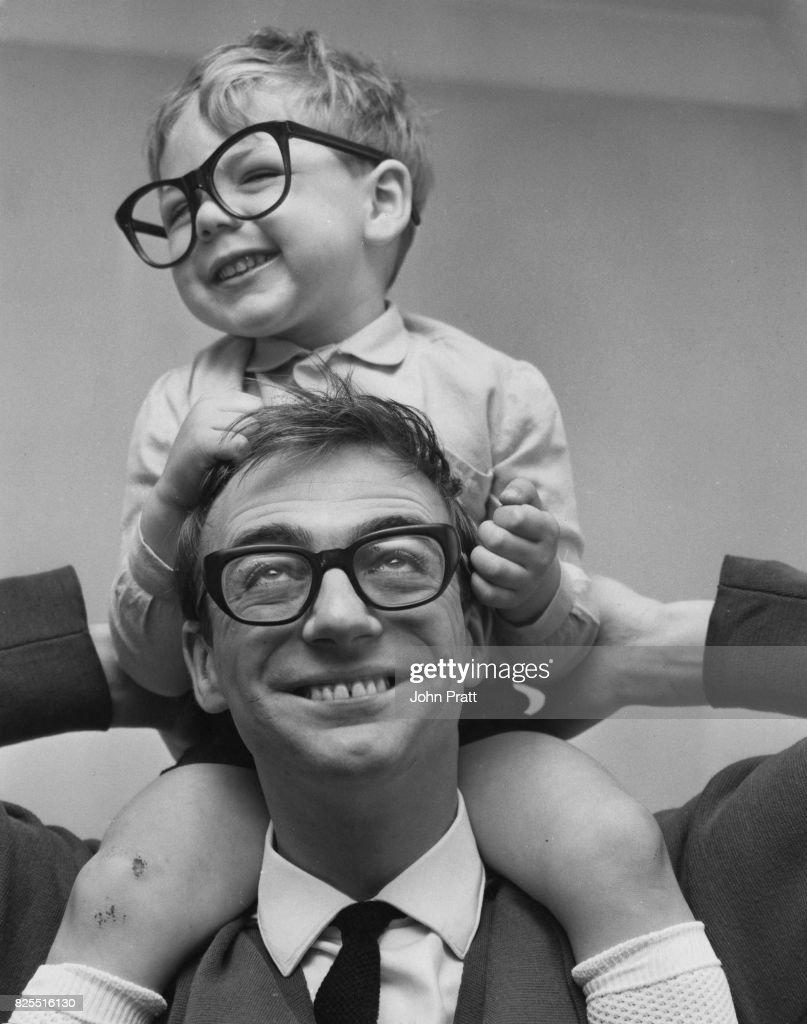 Roy Hudd And Son : Fotografía de noticias