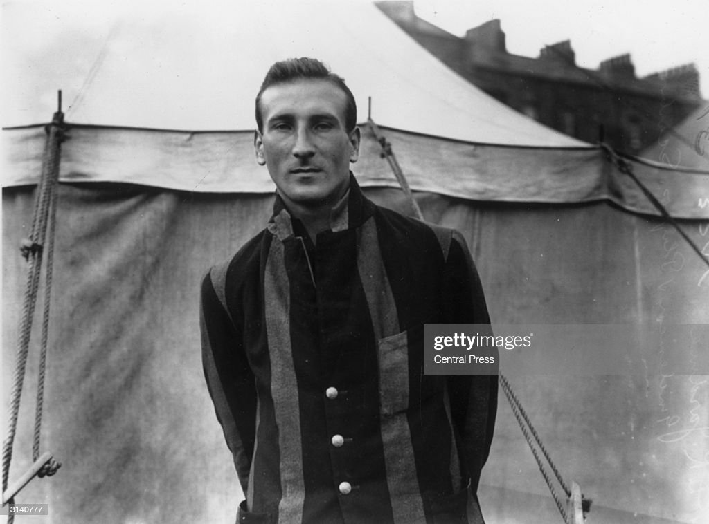 English cricketer Douglas Jardine (1900 - 1958) at Scarborough during a match between Gentlemen and Players. Jardine went on to captain England during the infamous tour of 1932-33, when his bodyline tactics, where his fast bowlers bowled at the Australian batsmen's bodies causing severe injuries, caused a scandal.