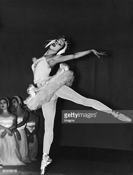 "English dancer Alicia Markova in ""Swan Lake"" by Pyotr Ilyich Tchaikovsky. Photograph around 1945"