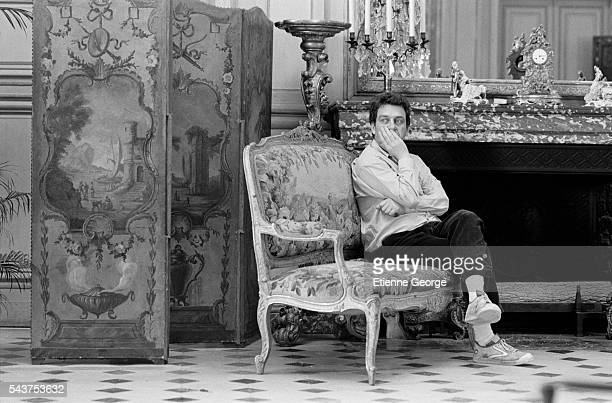 """English director Stephen Frears on the set of his film """"Dangerous Liaisons"""", based on the Choderlos de Laclos novel by the same title."""