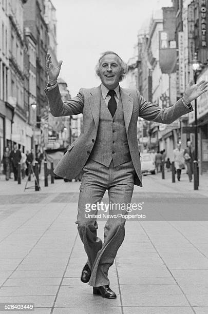 English entertainer and television presenter Bruce Forsyth pictured outside the Palladium theatre in London on 7th November 1977