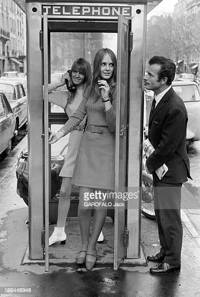 English Fashion Of Mini Skirts Invests Paris France Paris avril 1964 La mode des minijupes adoptée par les anglaises investit les rues de la capitale...