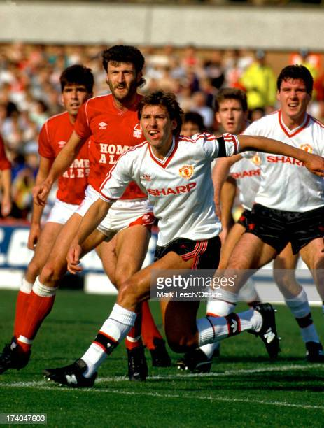 English Football League Division One Nottingham Forest v Manchester United Bryan Robson