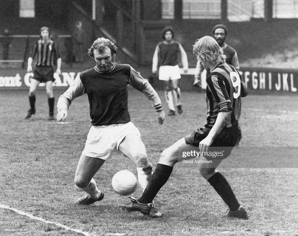 Moore's Last Game At Upton Park : News Photo