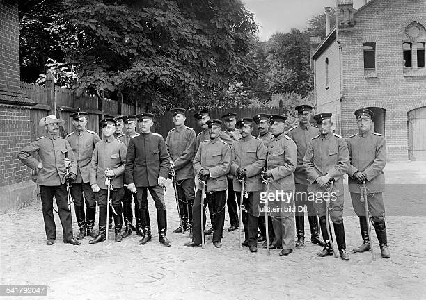 <english> German empire, military: Cavalry officer of the german expeditionary corps in East-Asia f.l.: OLt. V. Entress-Tiersteweck , v. Kaschul ,...