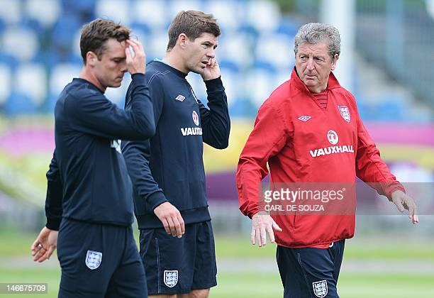 English headcoach Roy Hodgson English midfielder Steven Gerrard and English midfielder Scott Parker are pictured during a training session at the...