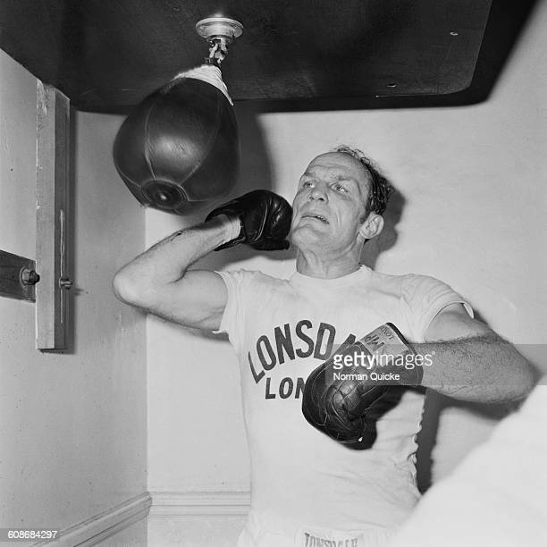 English heavyweight boxer Henry Cooper in training for his upcoming fight with Joe Bugner UK 11th March 1971 He lost to Bugner on the 16th March at...