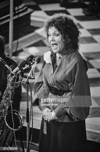 English jazz singer Cleo Laine performs at a memorial service for American jazz pianist Duke Ellington at the church of St Martin-in-the-Fields in...
