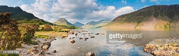 英国湖水地方ゴールドライトオンワストのパノラマ - イングランド北西部 ストックフォトと画像