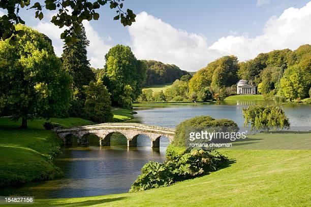 english landscape garden - ウィルトシャー州 ストックフォトと画像