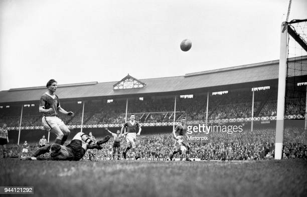 English League Division One match at Goodison Park, Everton 0 v Wolverhampton Wanderers 1. Everton forward Dave Hickson causes problems for the...