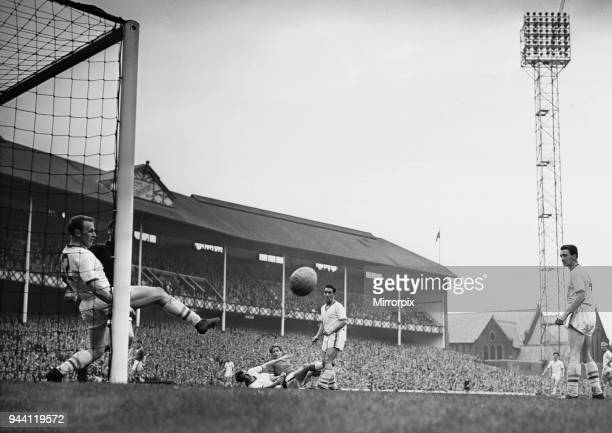 English League Division One match at Goodison Park, Everton 3 v Leeds United 2. Leeds right back Ashallc lears off the line what looked to be a...