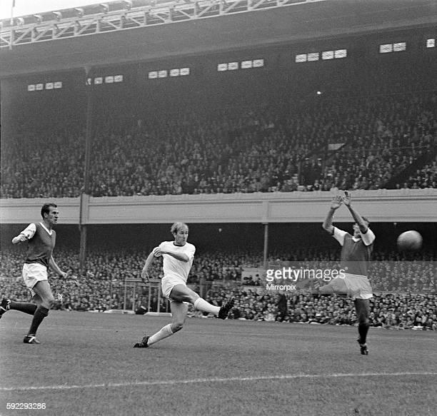 English League Division One match at Highbury. Arsenal 2 v manchester United 1. United's Bobby Charlton shoots at goal. 21st September 1963.