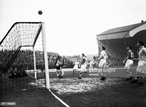 English League Division One match at The Valley. Charlton Athletic 2 v Manchester City 1. Charlton goalkeeper Sam Bartram performing acrobatics to...