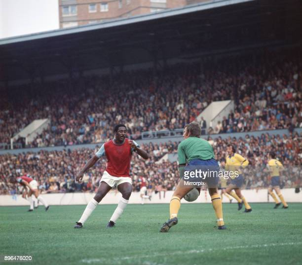 English League Division One match at Upton Park West Ham United 2 v Manchester United 2 United goalkeeper Alex Stepney holds the ball in front of...
