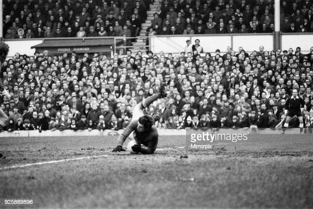 English League Division Two match at Filbert Street. Leicester City 0 v Hull City 0. Leicester City goalkeeper Peter Shilton in action, 6th February...