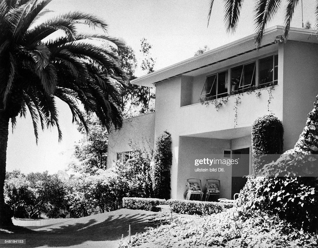 <english> Mann, Thomas - Writer, D  *06.06.1875-12.08.1955+ Nobel Prize laureate 1929  - the house of Katja and Thomas Mann in Pacific Palisades, California - undated, about 1942  Vintage property of ullstein bild : News Photo
