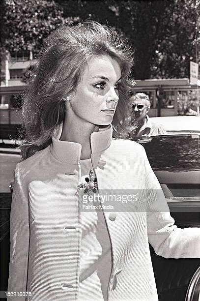 English model Jean Shrimpton arrives in Sydney October 29 1965 She visited Australia to attend Melbourne Cup Week at Flemington Racecourse in...