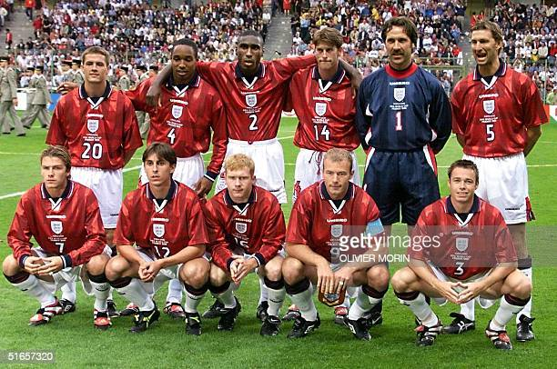 English players pose for the official team picture before their 1998 Soccer World Cup Group G match against Colombia 26 June at the Felix Bollaert...