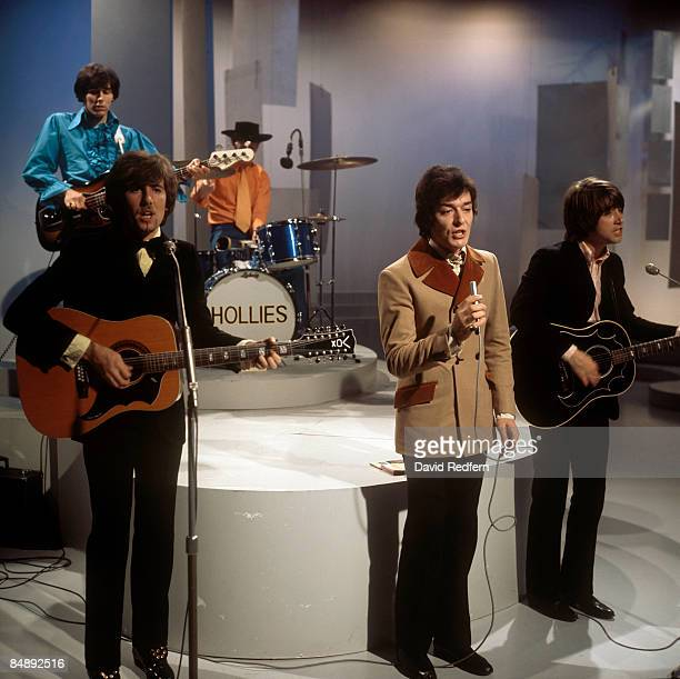 CENTRE Photo of HOLLIES and Bernie CALVERT and Graham NASH and Bobby ELLIOTT and Allan CLARKE and Tony HICKS LR Bernie Calvert Graham Nash Bobby...