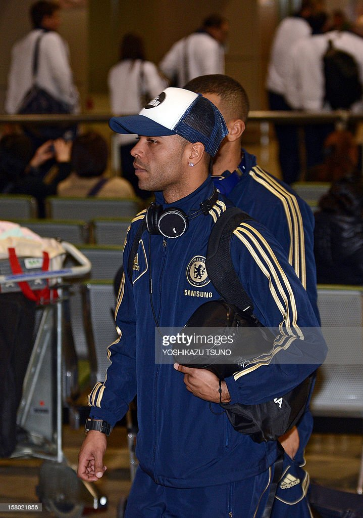 English Premier League football team Chelsea midfielder Ashley Cole arrives with the team at Narita International Airport in Narita, suburban Tokyo on December 9, 2012. Chelsea will play a semi-final match in the Club World Cup tournament in Yokohama on December 13. AFP PHOTO / Yoshikazu TSUNO