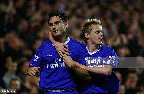 English Premiership Soccer Chelsea vs Newcastle United Frank Lampard celebrates a goal with Damien Duff Championnat d'Angleterre Saison 20032004...